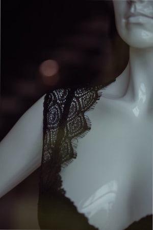 Shoulder close up of the eyelash lace