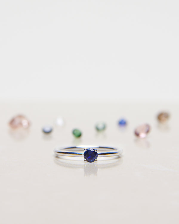 Finished: Low Set Not At All Tiny in White Gold with Royal Blue Sapphire and 1,5 mm ringband (ca 0.30 CT)