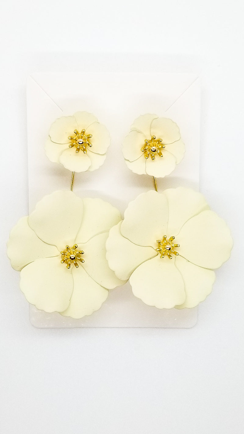 Petal Earrings - Cream - OWN YOUR ELEGANCE