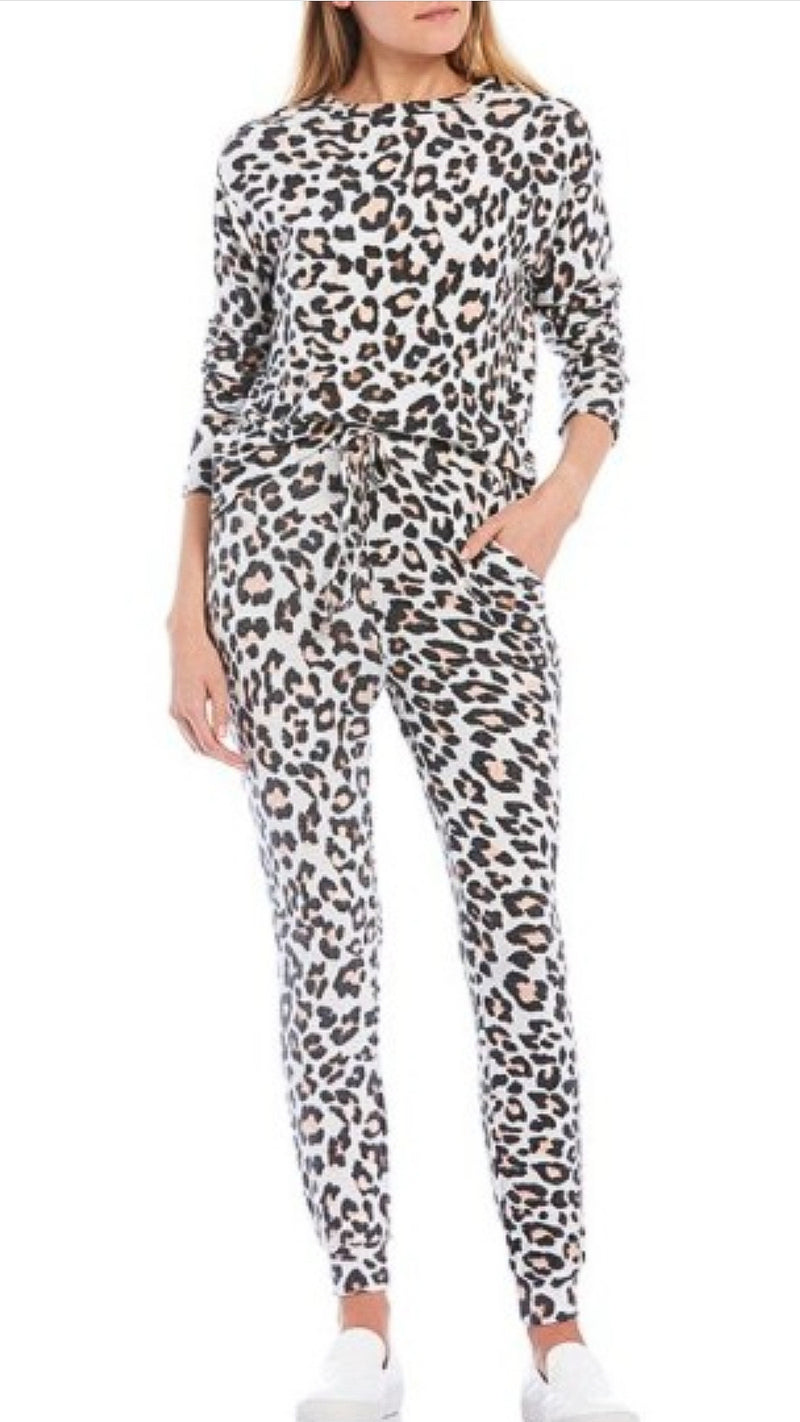 Leopard Lounge Set - Top & Joggers - OWN YOUR ELEGANCE