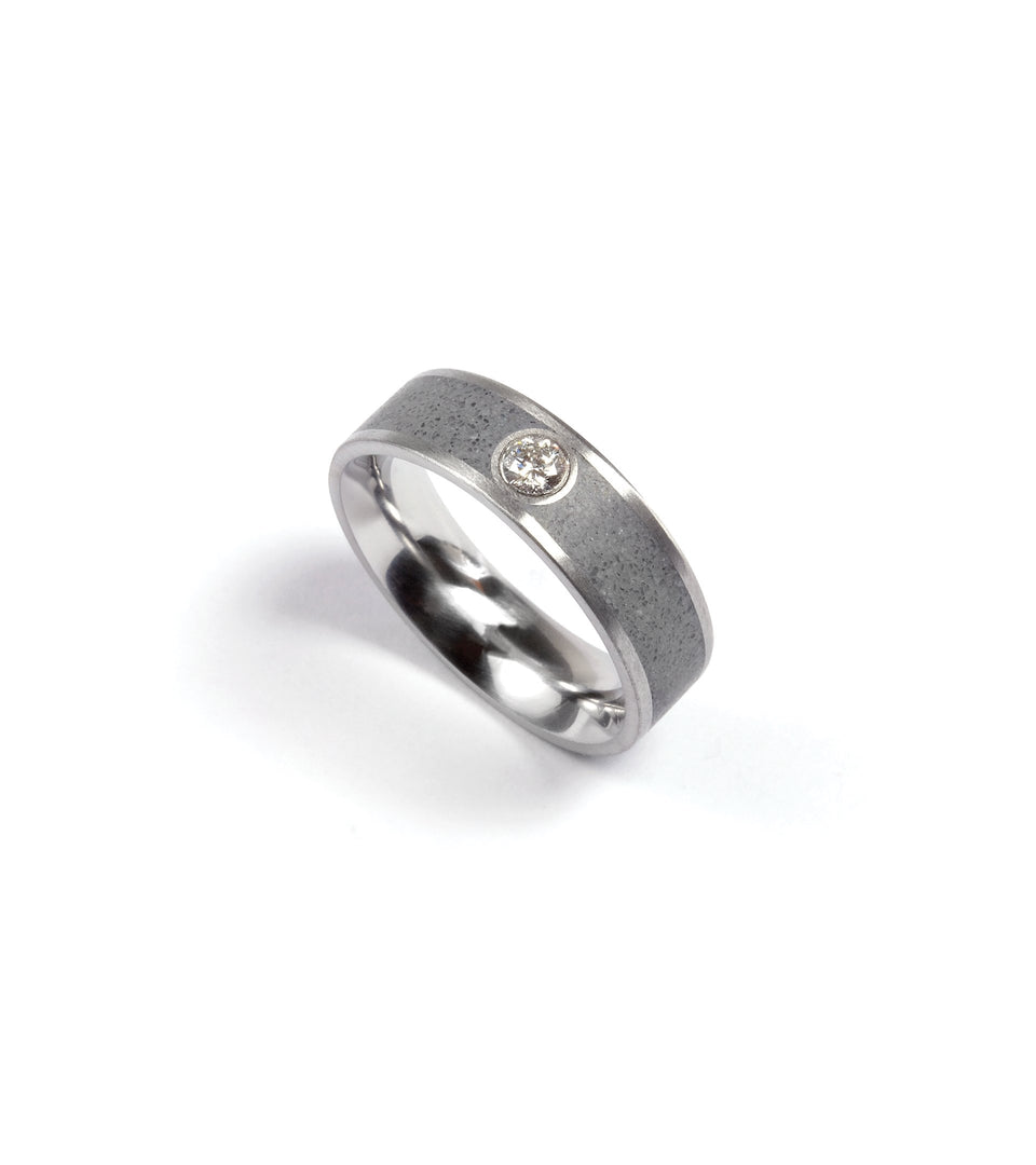 KMr155d Concrete with Diamond Ring