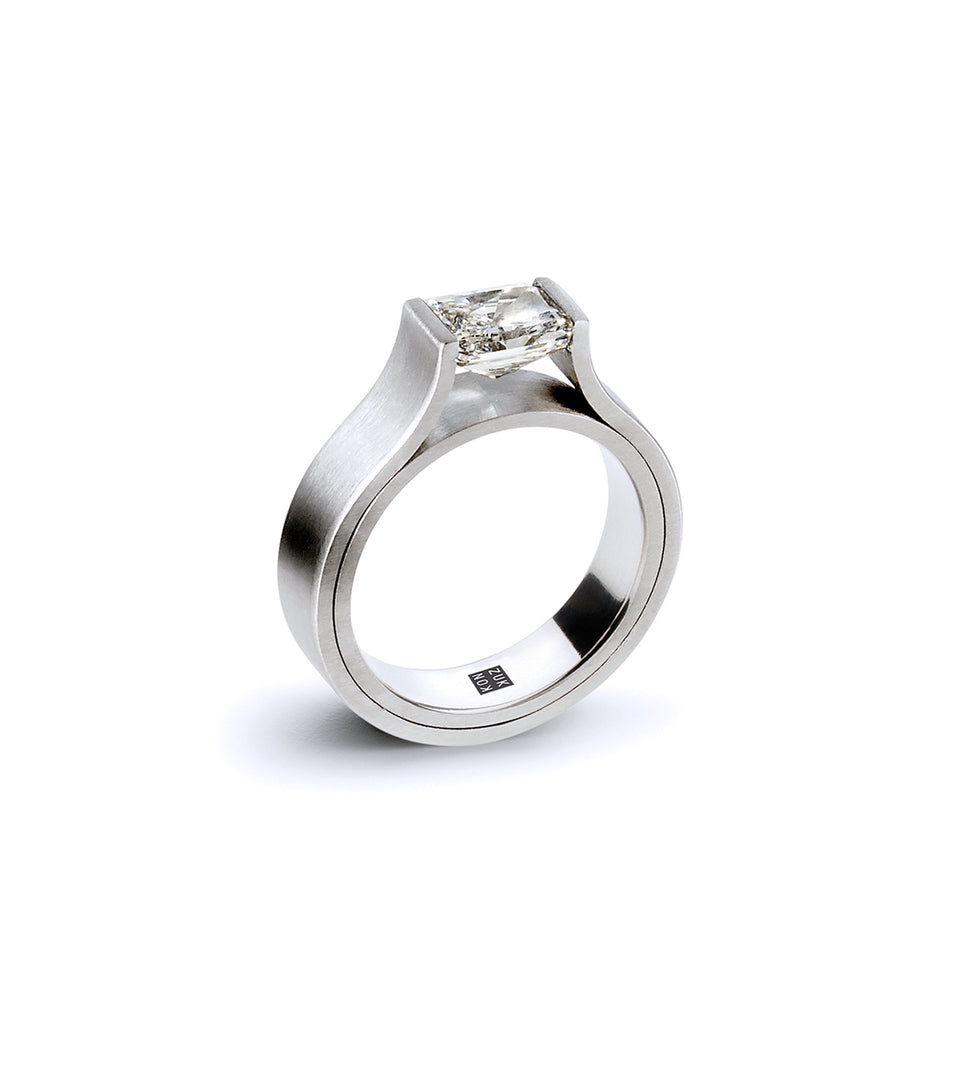 KMr190dp Platinum Facet Engagement Ring