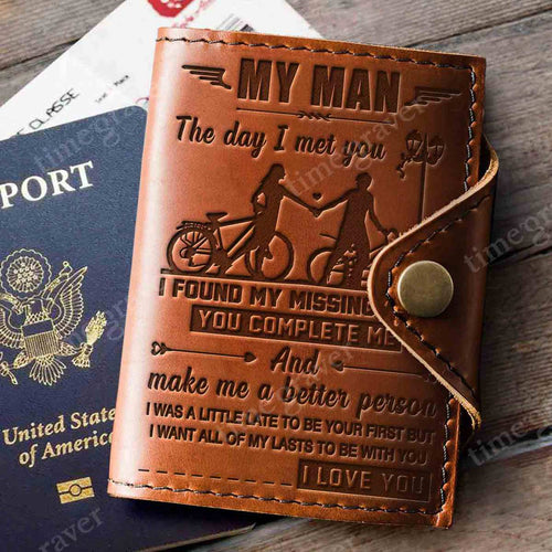 ZD2319 - missing piece - Passport Cover