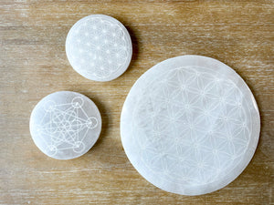 Engraved Selenite Round Charging Plate