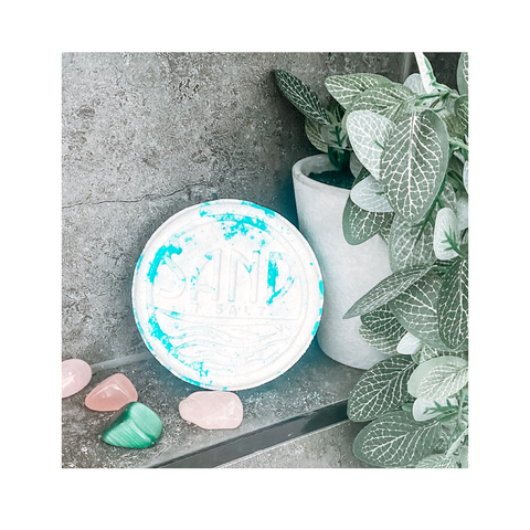 Ocean Breeze bath bomb with rose quartz crystal