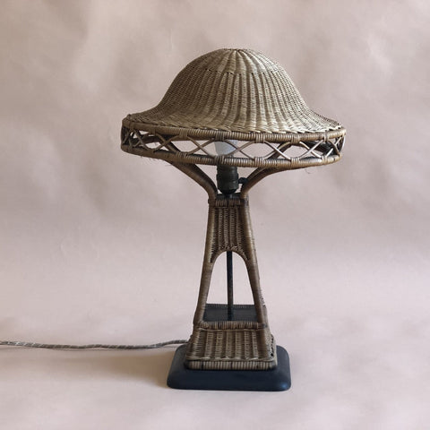 EARLY XXth CENTURY ARTS & CRAFTS WICKER TABLE LAMP