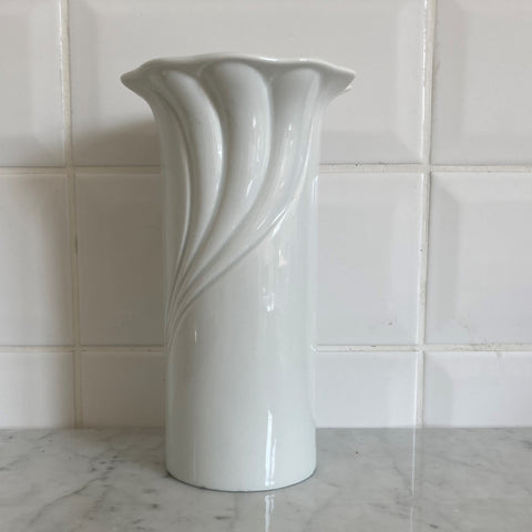 MEDIUM GLAZED PORCELAIN FRILLED VASE, PORZELLAN BAVARIA