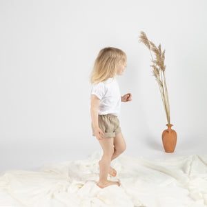 Pellavavaatteet, pellavashortsit, lasten pellavavaatteet, savana collection, comfortable ethical and ecological linen oeko-tex 100 certified loose fit elastic waist shorts for kids