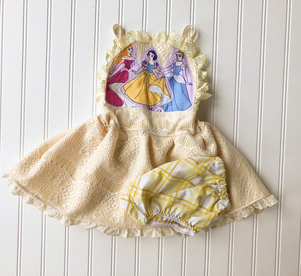 {princess} yellow lace pinnie // ready to ship // size 12/18M