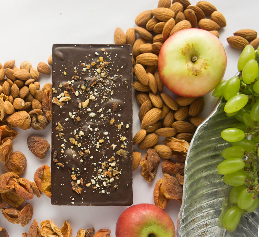 NAVILUNA Himalayan Fruit & Nut Chocolate Bar