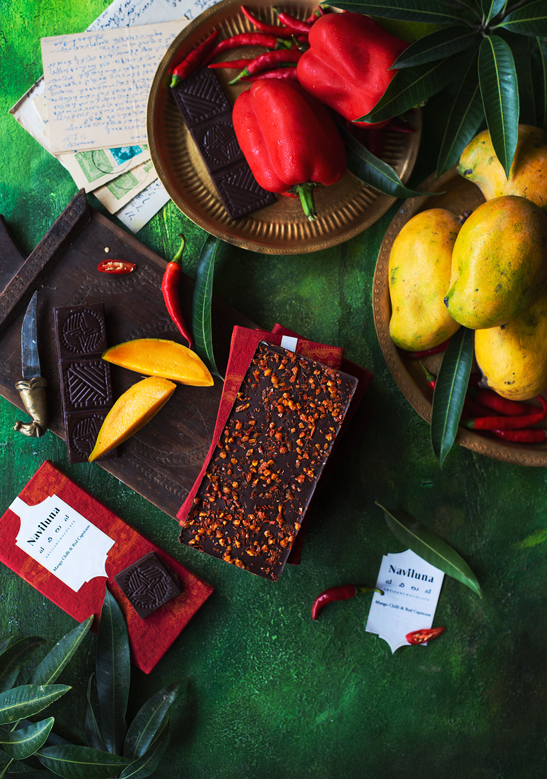 NAVILUNA Mango, Red Capsicum & Chili Chocolate Bar