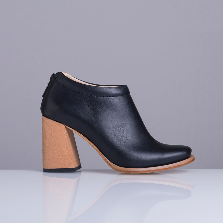 PRELLY BLACK WOOD HEEL - house-of-lax
