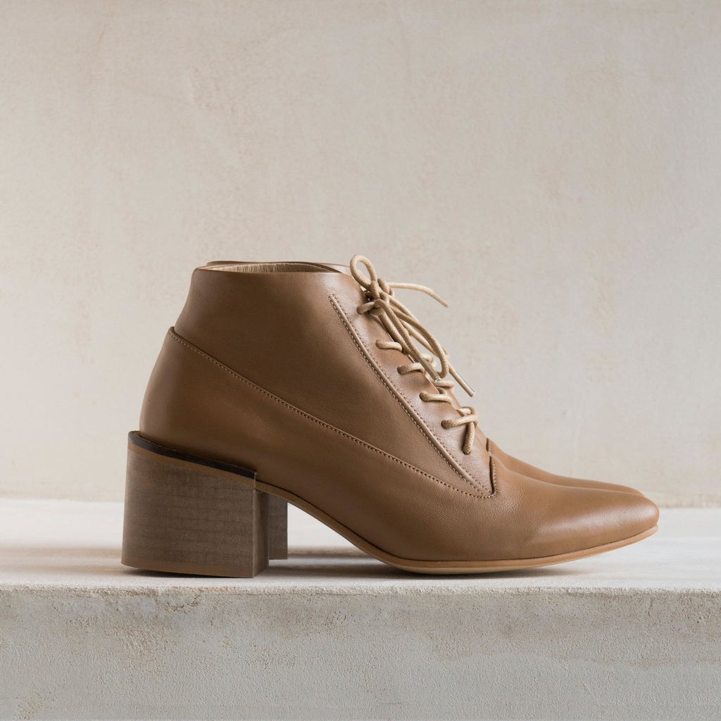 ANDRE LACE UP Mocha beige - LAX