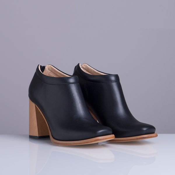 PRELLY BLACK WOOD HEEL