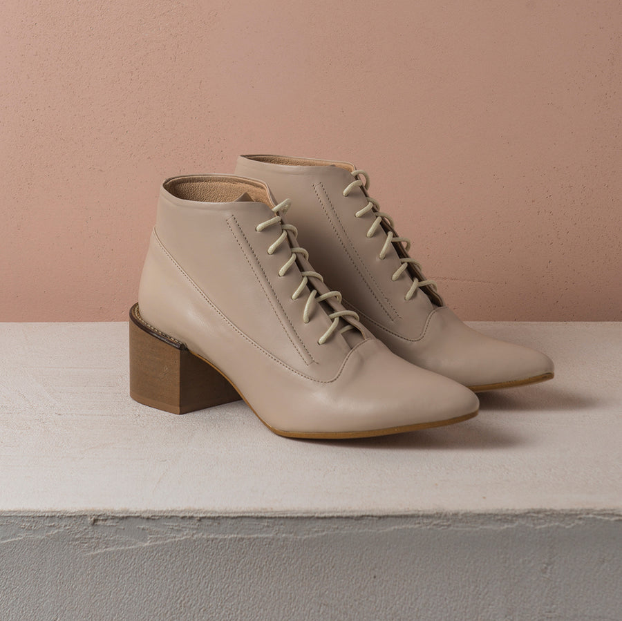 ANDRE LACE UP Cream - house-of-lax