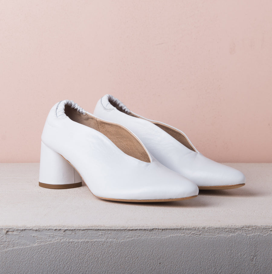 BILLIE V PUMPS 20 White