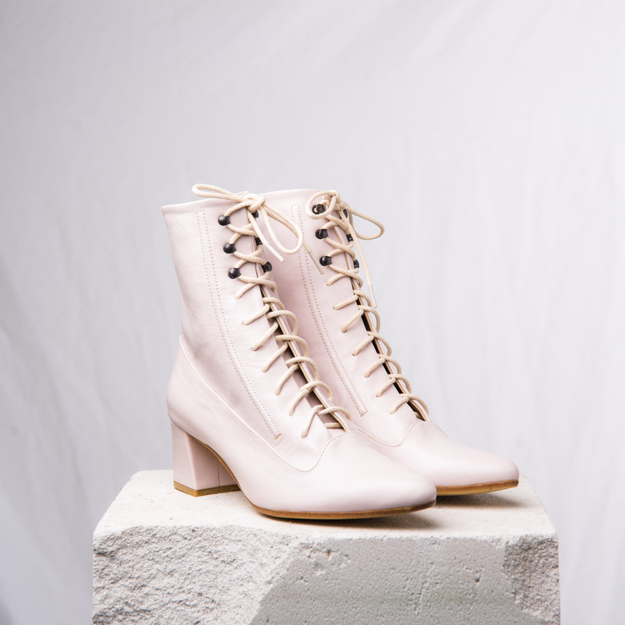 LORD lace up pale pink