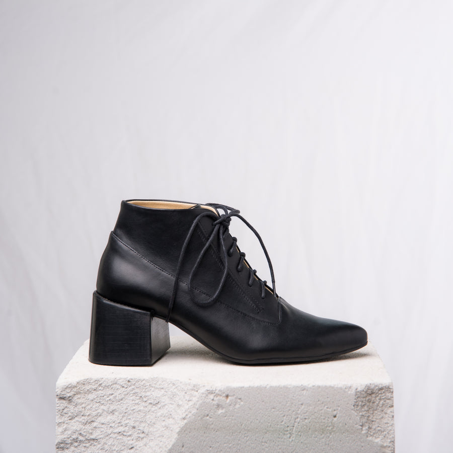 ANDRE LACE UP Black