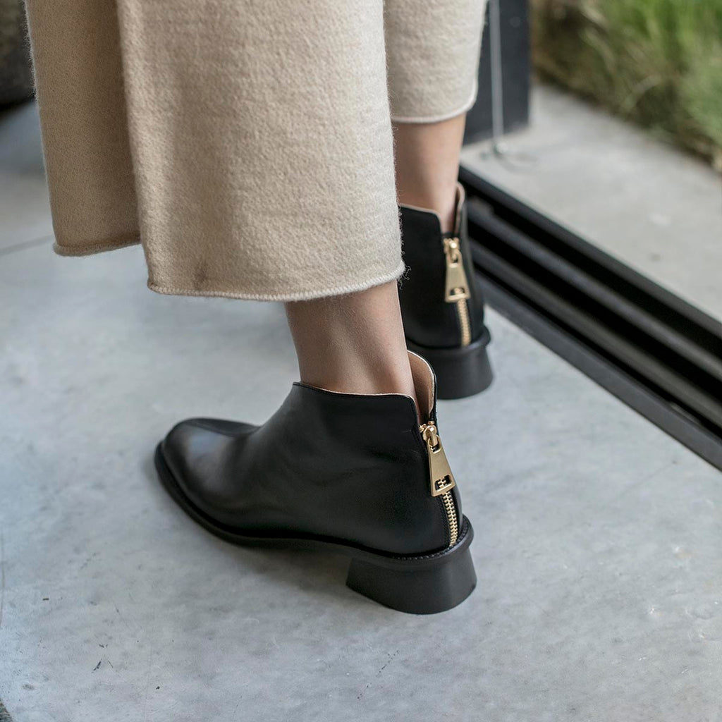 WING Black ankle boot