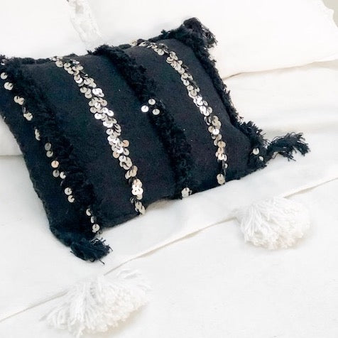 BLACK HANDIRA CUSHION