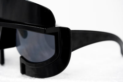 Kokon To Zai Sunglasses Unisex Oversized Gladiator Helmet Shiny Black Dark Grey Category 3 Lenses KTZ11C1SUN - Watches & Crystals