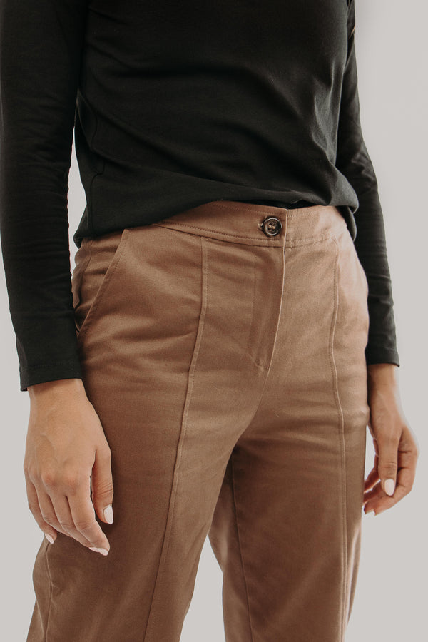 Cropped oversized Pants in BROWN - front details
