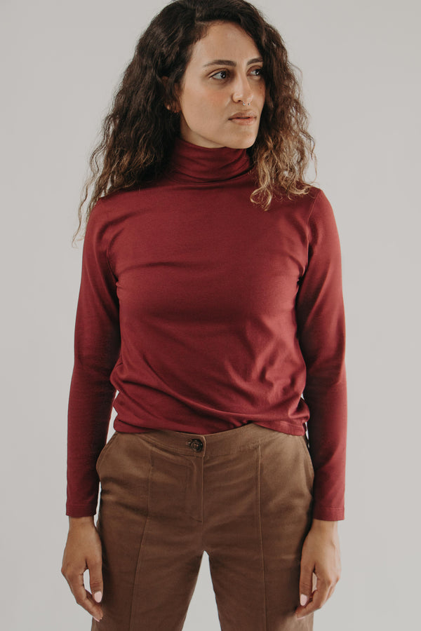Long sleeve turtleneck top in BURGUNDY - front closeup