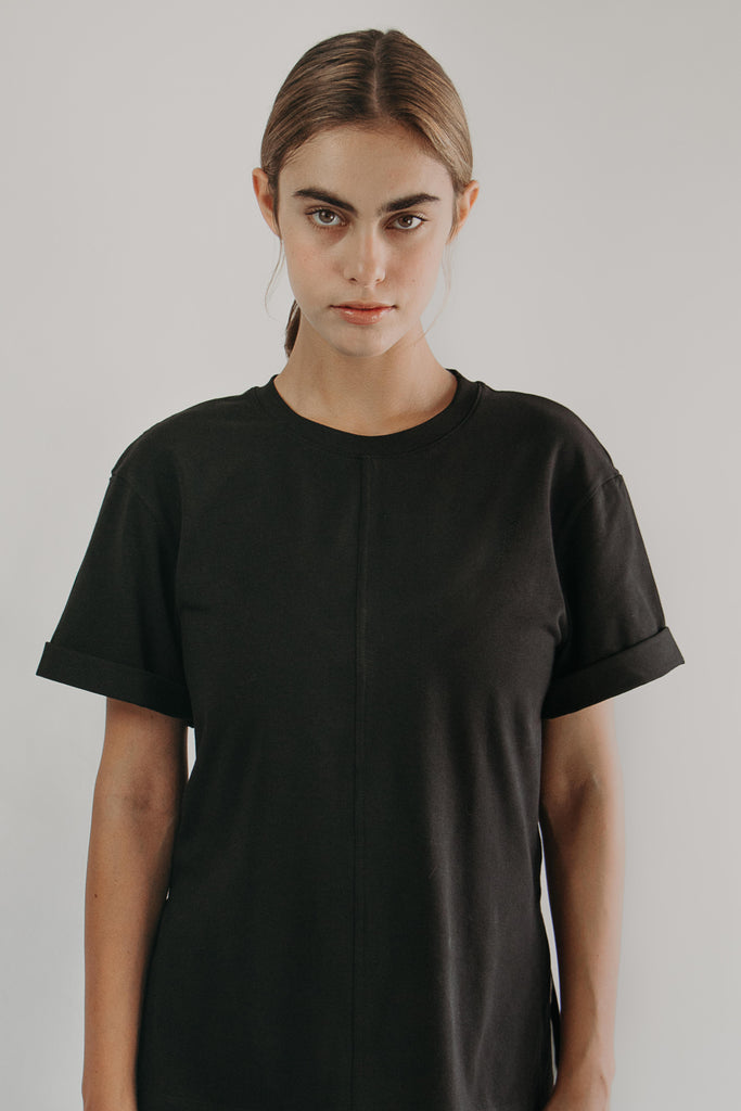 Round-neck T-Shirt in BLACK - front closeup
