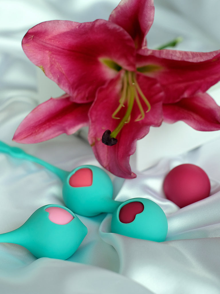 Amoureta Rattling Arousal Kegel Balls with Silicone Strap