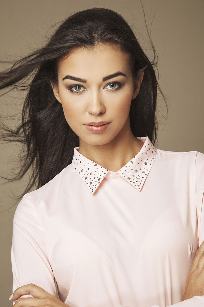 Blouse rose manches longues, col fantaisie (zoom)