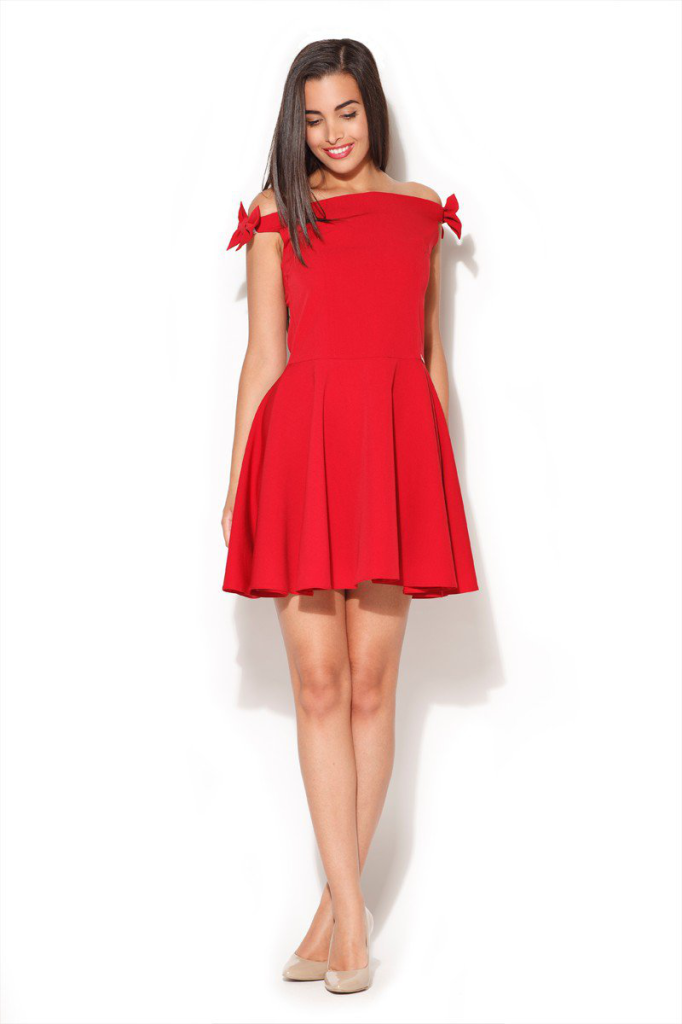 Robe corolle rouge, sans manches.