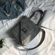"Laden Sie das Bild in den Galerie-Viewer, Vintage Crossbody Tasche ""Military Mary"" - Lumière du Soleil"