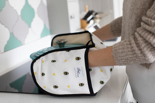 Bumble Bee oven gloves with Terry towelling backing for great heat protection from our kitchen linens range