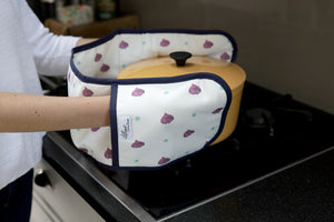 Beetroot kitchen linens collection oven gloves