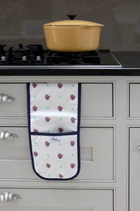 Beetroot oven gloves from the kitchen linens collections