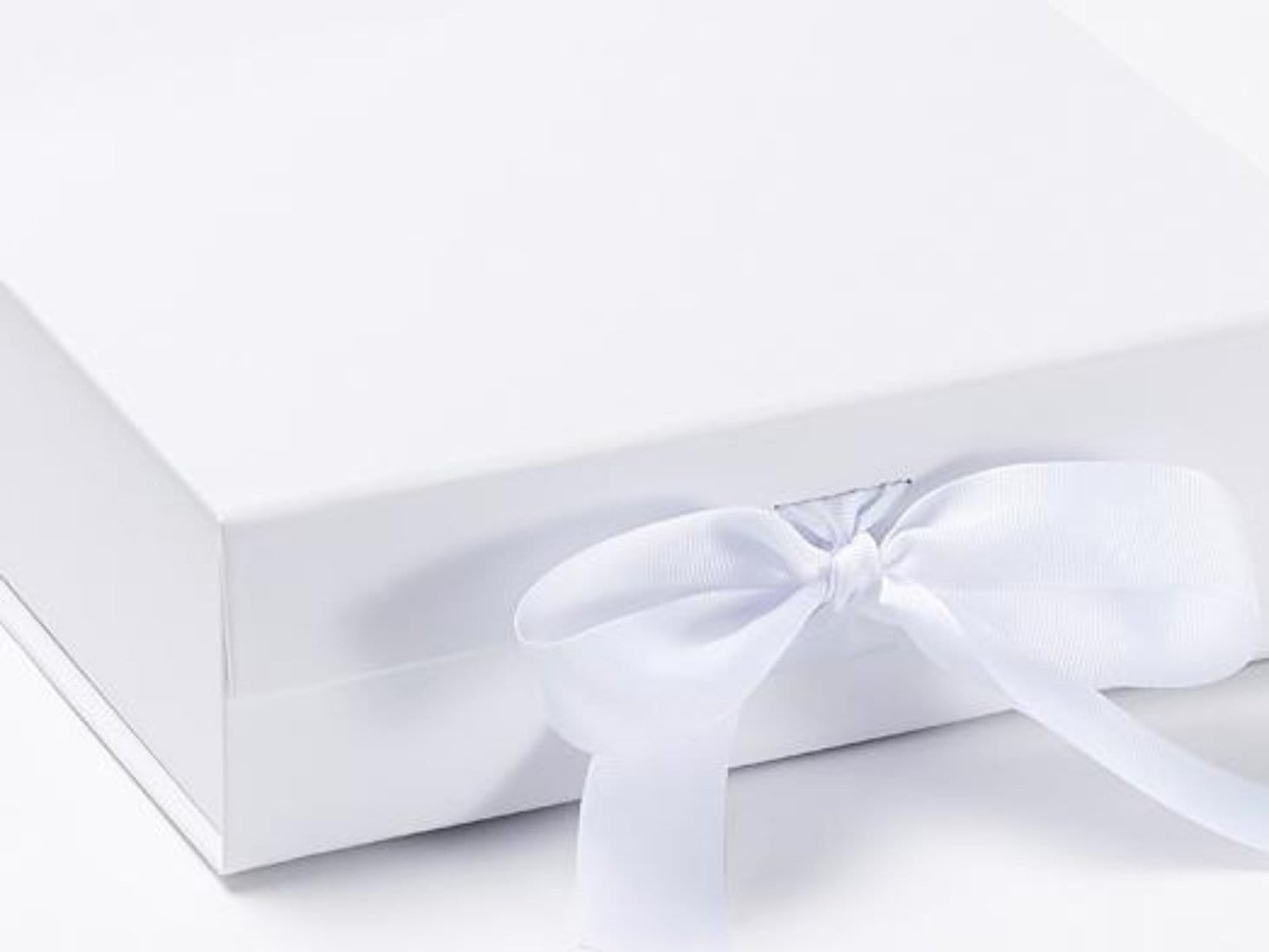 White Medium Gift Boxes With Fixed Grosgrain Ribbon