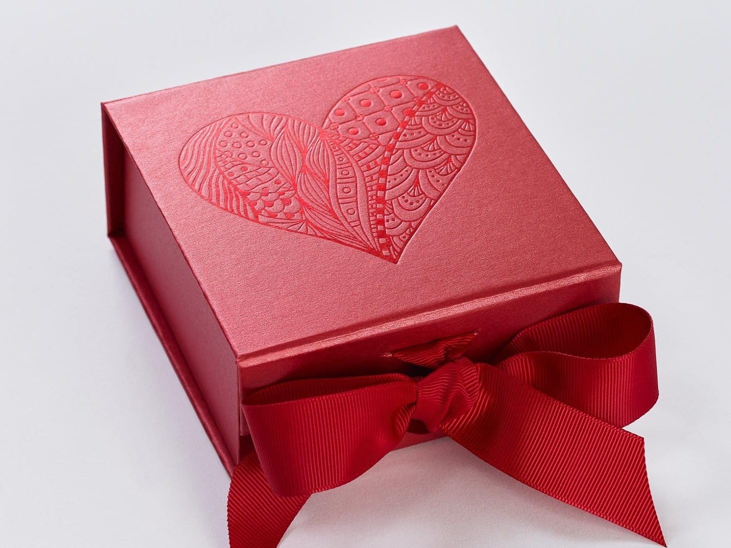 Red Small Gift Boxes with Magnetic Closure and Fixed Ribbon ...