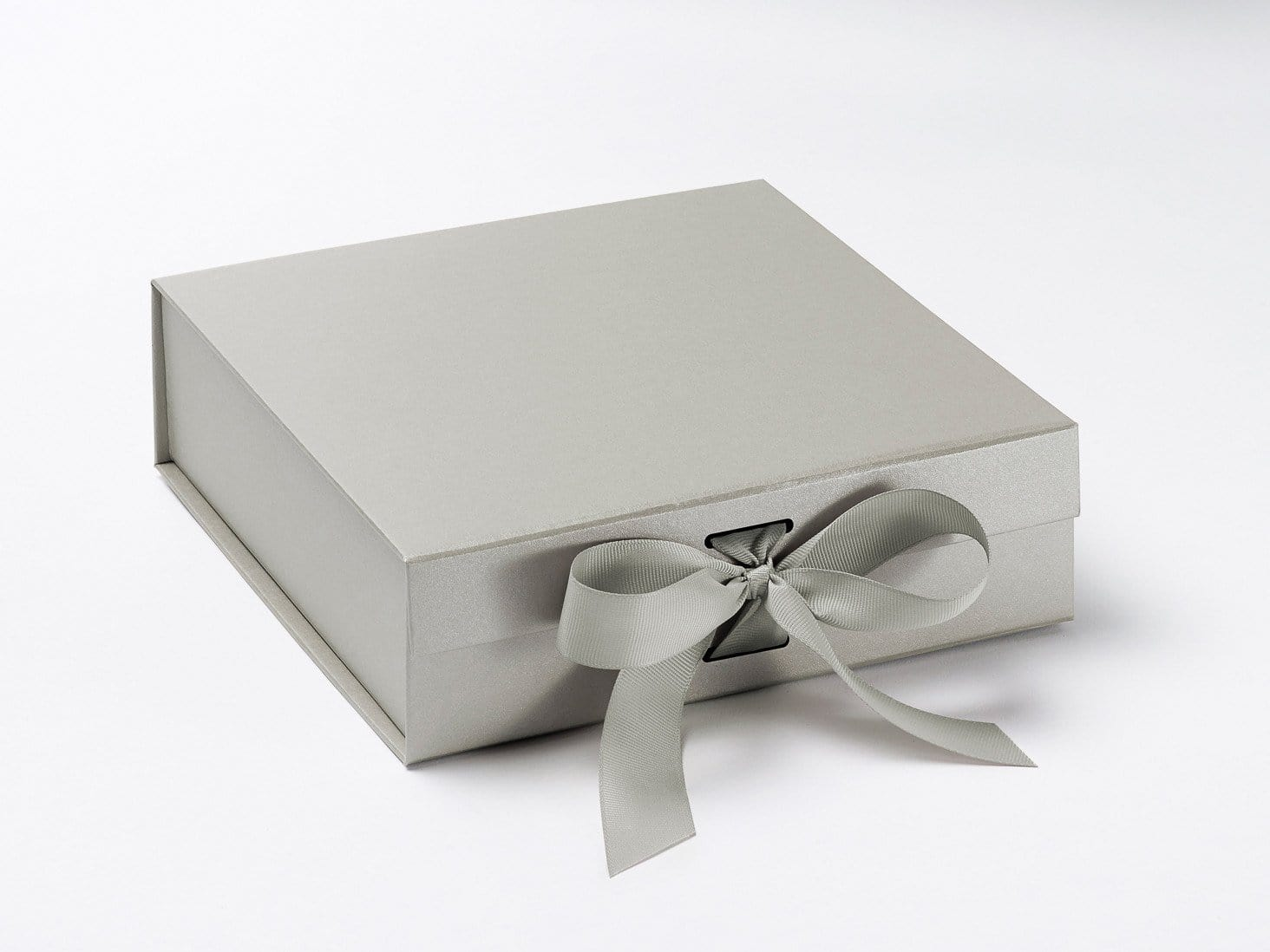 Silver Medium Slot Gift Box with changeable ribbon and magnetic closures