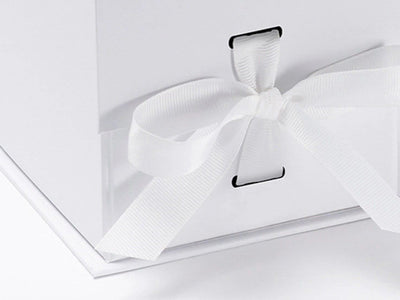 White Small Cube Folding Gift Box with changeable ribbon slot detail