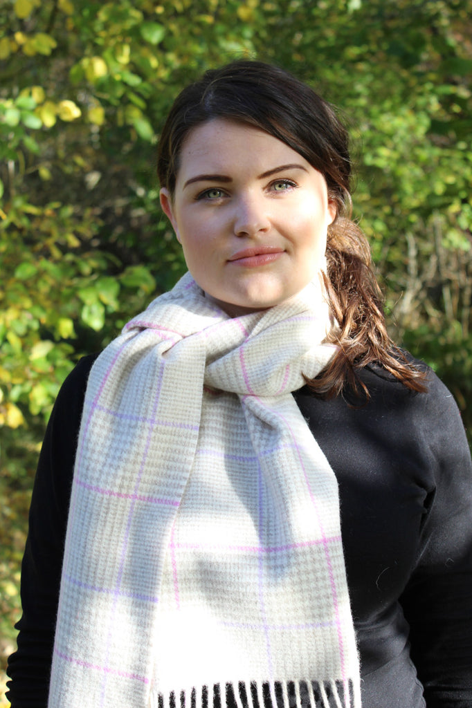Natural wool scarf