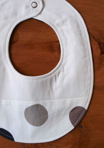 Modern baby bib, grey and black polka dots