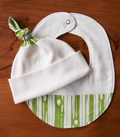 Baby Gift Set, Hat and Bib, Wood Grain Design