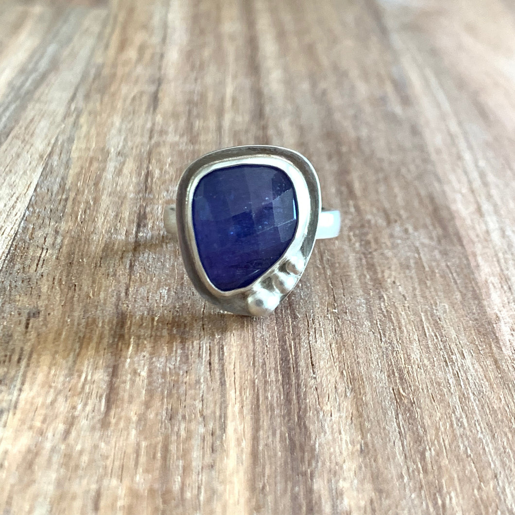 ABSTRACT-SHAPED TANZANITE STERLING SILVER RING
