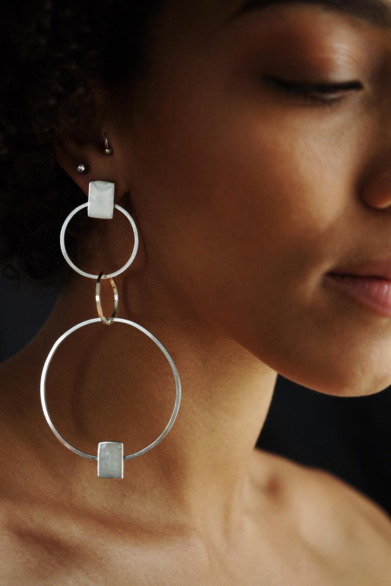 Powerful Circle – Silver Earrings