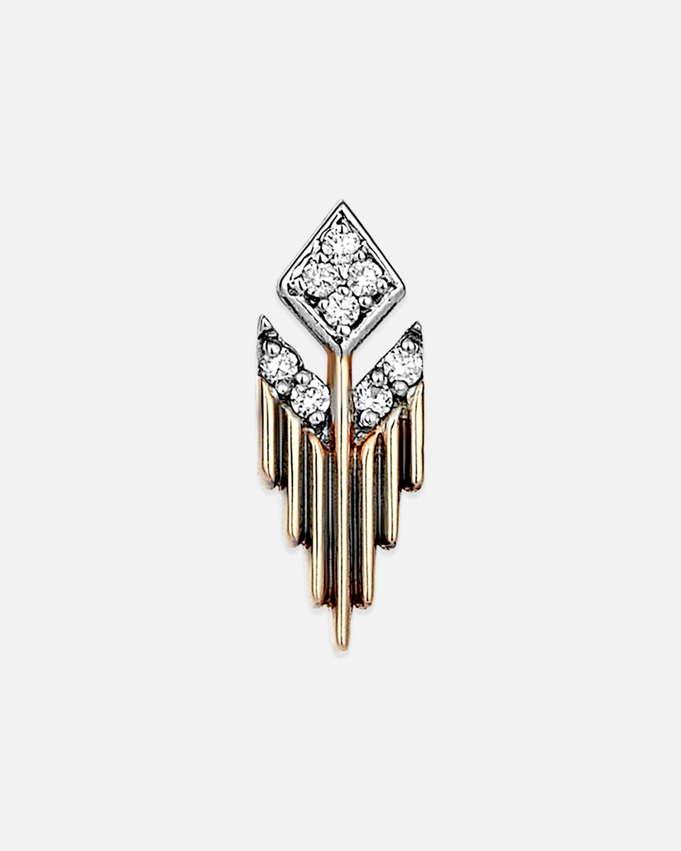 Moving fast arrow stud earring in white diamonds
