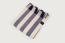 Carregar imagem no visualizador de galeria, Striped Throw - Costa Nova