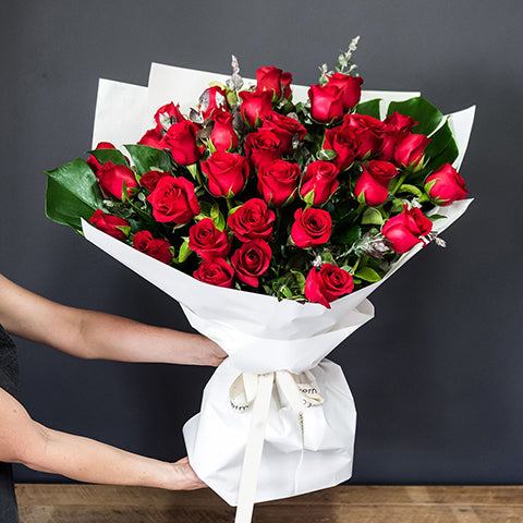 Signature Bouquet of 30 Red Roses