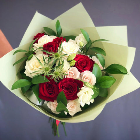 Stylish Bouquet of White and Red Roses