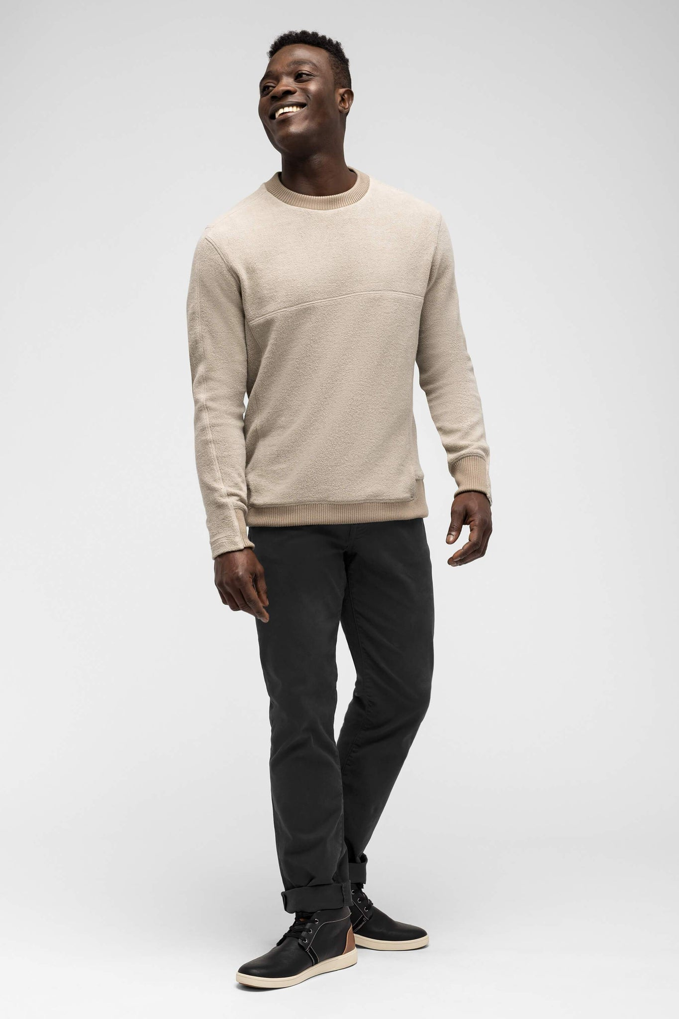 men's hybernate fleece crew - sand