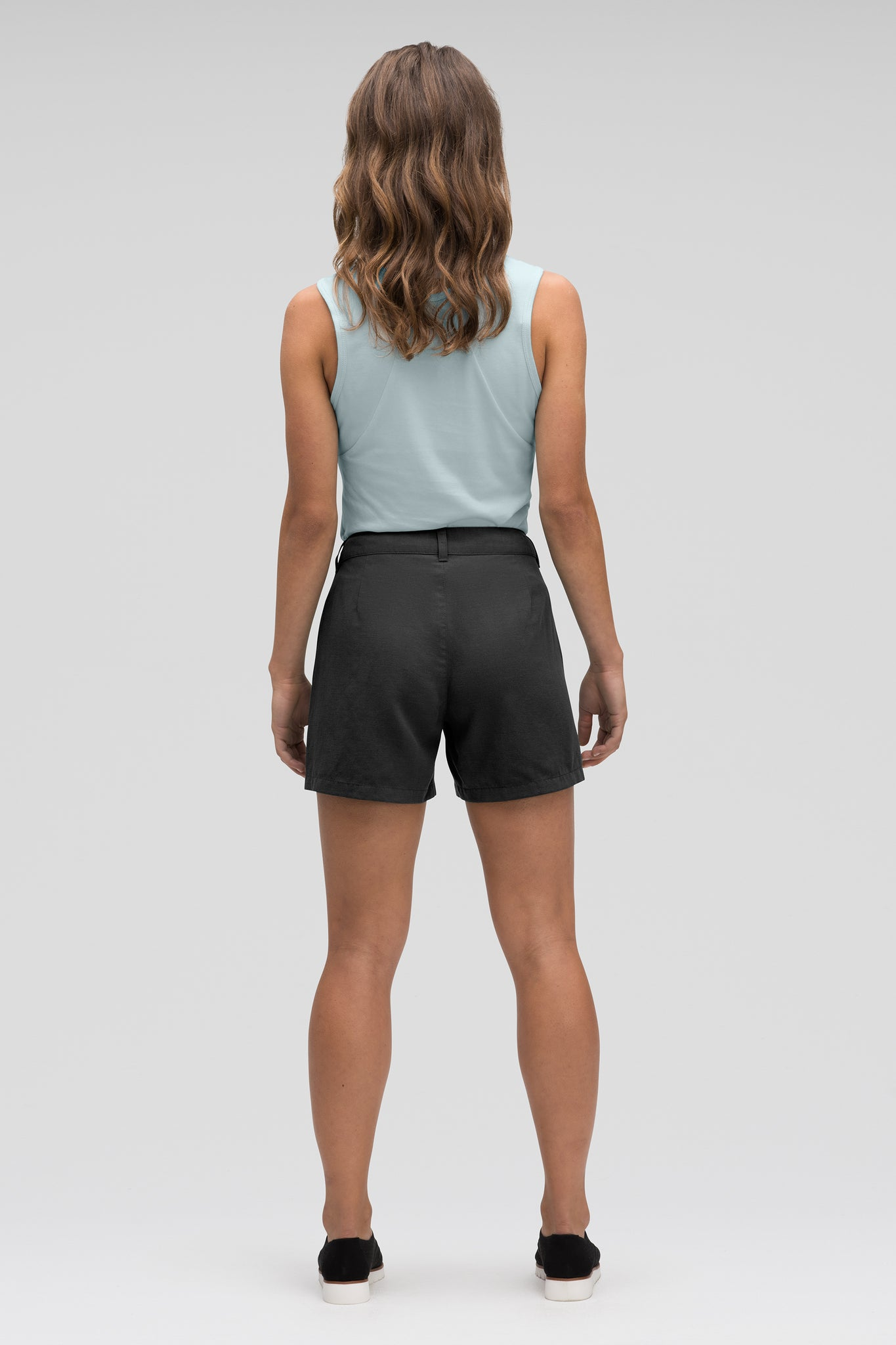 women's flaxible linen blend short - caviar
